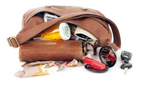 Faça limpezas diárias em sua bolsa