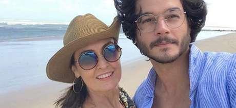 Fátima Bernardes e Túlio Gadêlha em recente viagem ao Nordeste: paixão comemorada nos posts.