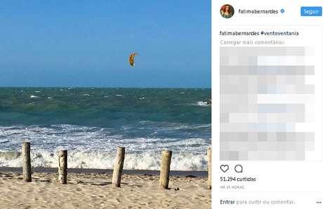 Fátima Bernardes passa férias com filhos em Jeri