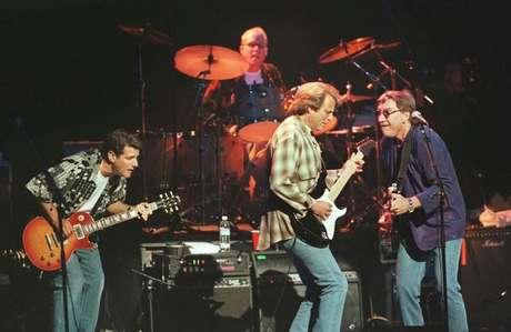 Foto de arquivo da banda norte-americana The Eagles durante show em 1998 em Londres 18/01/2018 REUTERS/David McNew/Foto de Arquivo