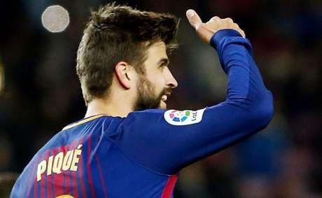 Piqué amplia contrato com Barcelona até 2022