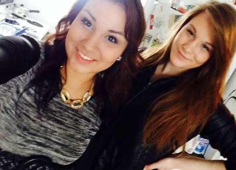 Cheyenne Antoine (à esq.) posa para selfie com cinto usado para matar Brittney Gargol (à dir.) | Reprodução/Facebook