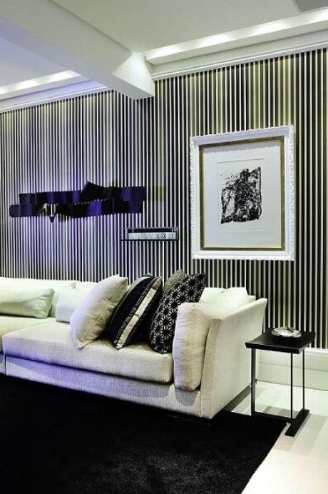 3. Se tiver dúvidas quanto ao material do papel de parede para sala, pergunte ao vendedor ou procure os detalhes no site. Projeto de Moreno Interiores