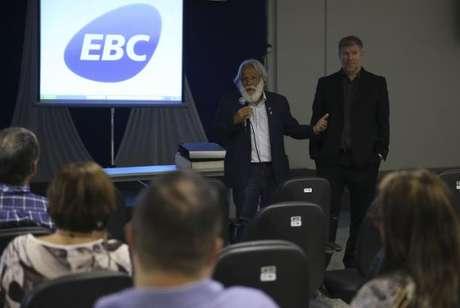 O diretor-presidente da Aadasa, Paulo Salles, e o diretor da aência Jorge Enoch Furquim Werneck Lima participam de palestra sobre o 8º Fórum mundial da Água, na EBC