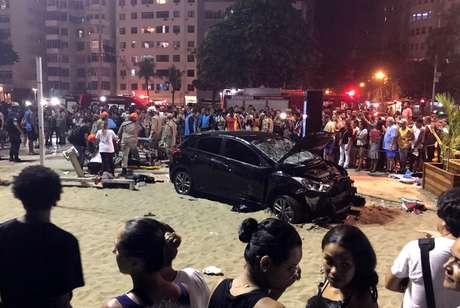 Carro que atropelou pessoas no calçadão da praia de Copacabana, no Rio de Janeiro 18/01/2018 REUTERS/Sebastian Rocandio