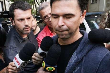 O motorista Antonio de Almeida Anaquim de 41 anos deixa a 12ª DP, em Copacabana, no Rio de Janeiro (RJ)