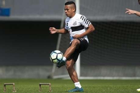 Atlético Nacional vence o Junior e fica perto de Hernández, do Santos