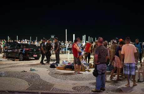 Equipes de resgate prestam socorro a vítimas de atropelamento em Copacabana