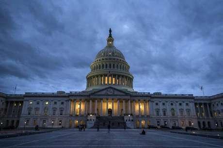 EUA: Em solução temporária, Senado destrava governo até 8 de fevereiro