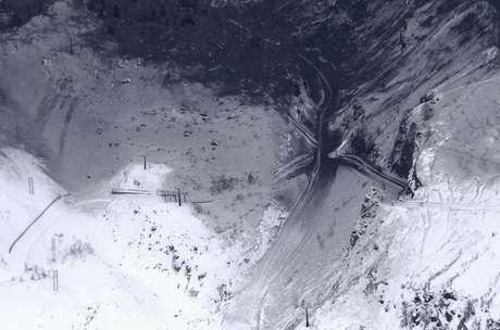 Autoridades japonesas seguem busca por desaparecidos após erupção de vulcão