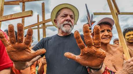 O ex-presidente participa de protesto em Mariana (MG) onde houve desastre ambiental | foto: Ricardo Stuckert / Instituto Lula