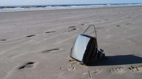 Até TV já foi encontrada nas praias brasileiras | Foto: Divulgação