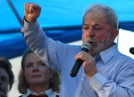 Ex-presidente Luiz Inácio Lula da Silva discursa em Porto Alegre 23/01/2018 REUTERS/Paulo Whitaker