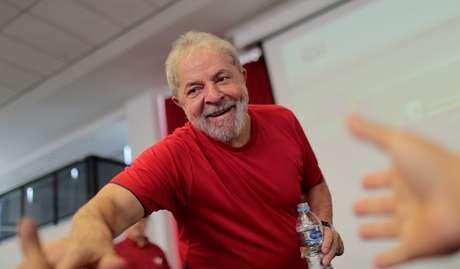 Lula chega ao sindicato dos metalúrgicos de São Bernardo no dia de seu julgamento