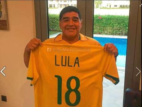 Lula querido, el Diego está contigo!, escreveu Maradona