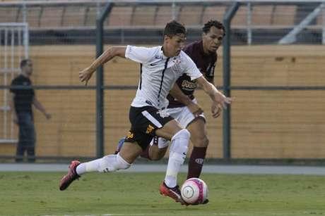 Mateus Vital estreou pelo Corinthians contra a Ferroviária (Foto: Daniel Augusto Jr)