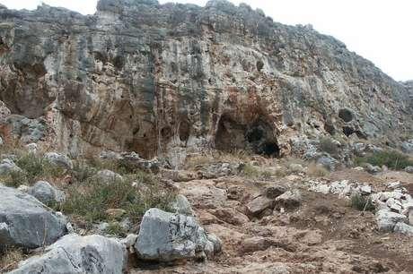 A caverna Misliya, em Israel, fica 90 metros acima do nível do mar | Foto: Mina Weinstein-Evron, Haifa Uni