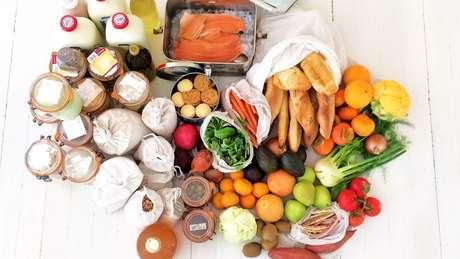Um exemplo de compras da família, que não é vegetariana: produtos vão do balcão do supermercado direto para recipientes reutilizáveis | Foto: Arquivo Pessoal