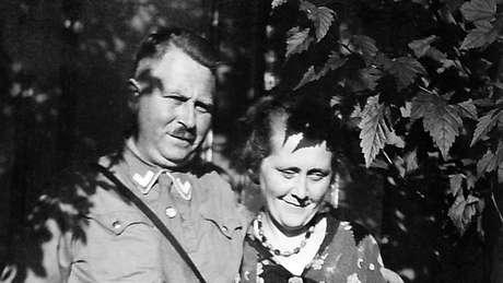 Karl e Minna Niemann: avô e avó de Derek que, por mais de 50 anos, guardaram como segredo a verdadeira história da família | Foto: Derek Niemann