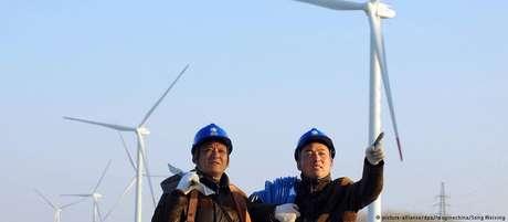 Trabalhadores em uma usina eólica em Tianchang, na província chinesa de Anhui