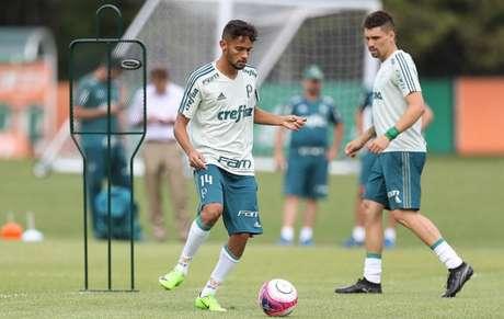 Abaixo fisicamente, Gabigol é vetado e não joga clássico contra o Palmeiras