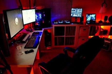13. Na hora de planejar o seu quarto gamer, tenha certeza que terá espaço para tudo o que precisa