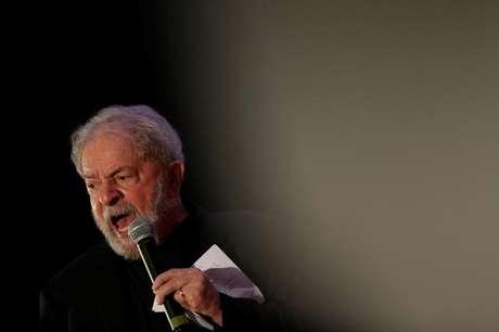 Ex-presidente Luiz Inácio Lula da Silva (PT) durante discurso em Brasília 19/11/2017 REUTERS/Ueslei Marcelino