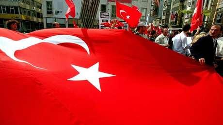 Após 8 meses, presidente da AI na Turquia é solto da cadeia