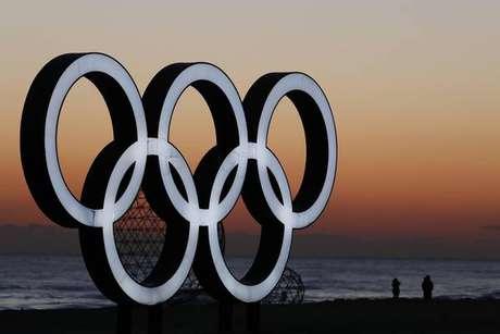 Atletas norte-coreanos chegam para os Jogos de Inverno