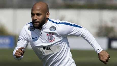 Fellipe Bastos, em treino do Corinthians