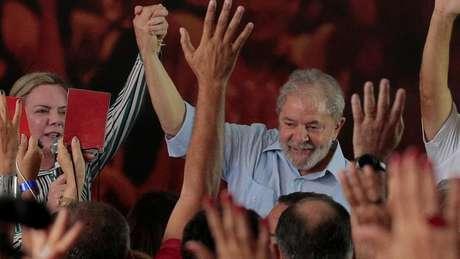 'A estratégia de sobrevivência eleitoral do PT exige que eles se atenham a essa postura de defesa inquestionável da inocência de Lula, de que ele é perseguido e de que há falhas no julgamento', diz Rennó