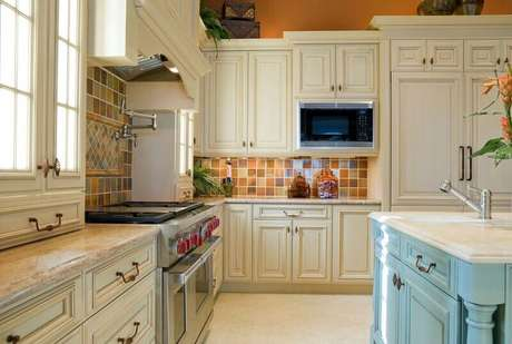 46. A ilha é perfeita para decoração de cozinha grandes