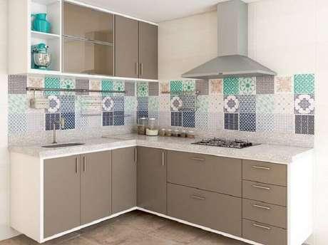 17. Mais um modelo de cozinha planejada com azulejo decorativo para te inspirar