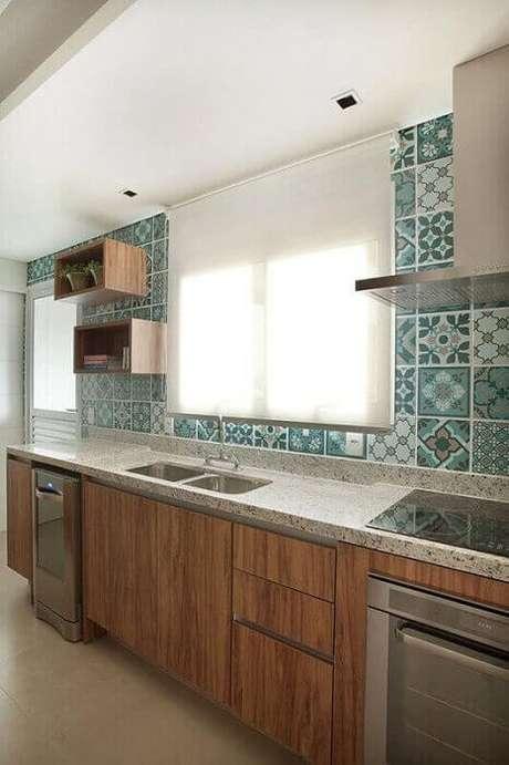 16. As cozinhas decoradas podem ganhar ainda mais charme com os azulejos decorativos