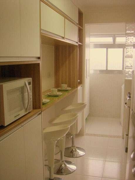 21. Invista em tons claros para a decoração de cozinha pequena