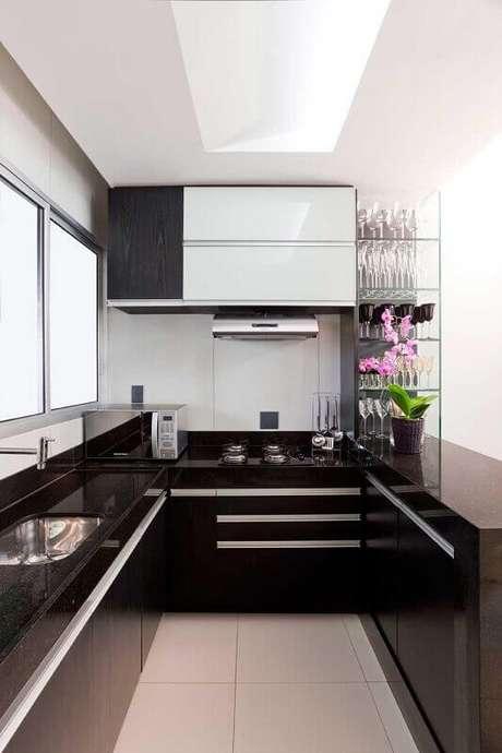 19. O preto e o branco casam super bem na decoração de cozinha planejada