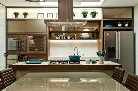 53. Cozinha decorada em cores neutras