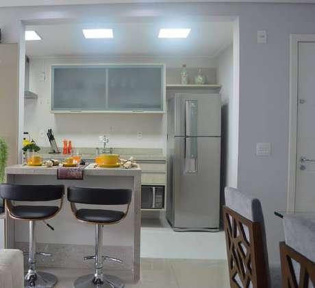 33. As cozinhas pequenas americana são ótimas para poder fazer a integração com outros ambientes