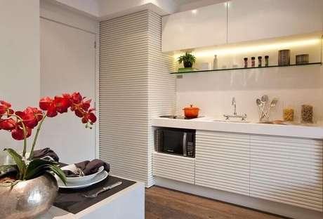 62. Cozinha planejada decorada no estilo minimalista