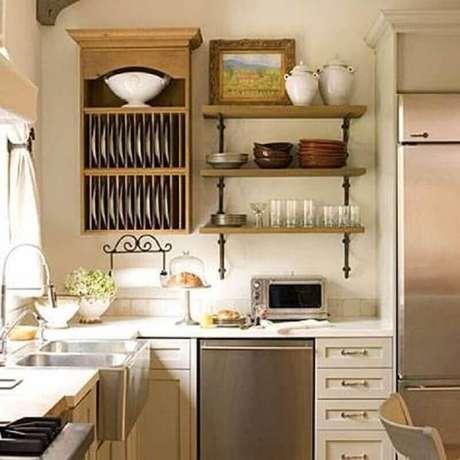 61. Invista em prateleiras para decoração de cozinhas pequenas
