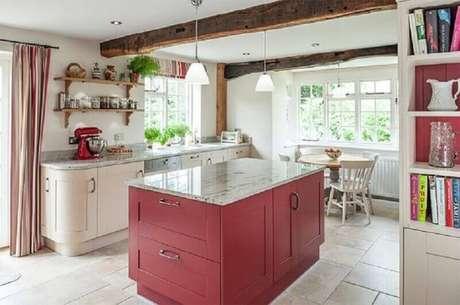 8. Coloque uma ilha na decoração de cozinha grande para melhor organização do ambiente.