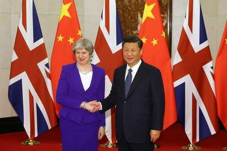 Li Keqiang recebe a primeira-ministra britânica em Beijing