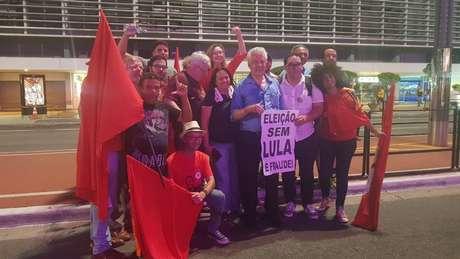 Congressistas do PT participam de manifestação na av. Paulista, na última quarta-feira | Foto: André Shalders/BBC Brasil