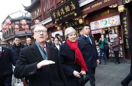 Em visita à China, May ignora tema dos direitos humanos