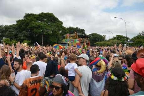 O bloco Frevo Mulher, comandado pela cantora Elba Ramalho no Ibirapuera, anima o pré-carnaval paulistano