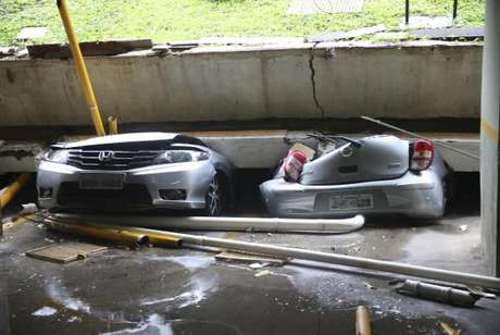 O teto da garagem do bloco C da 210 Norte cedeu e destruiu 25 veículos neste domingo