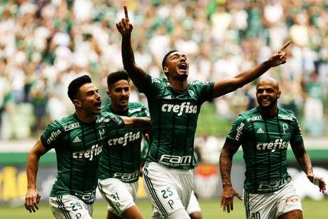 Anotnio Carlos do Palmeiras comemora gol em jogo contra o Santos, na tarde deste domingo (4), no Allianz Parque.