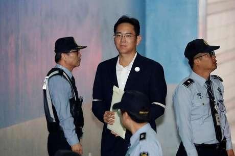 Juiz da Coreia do Sul suspende prisão de herdeiro da Samsung
