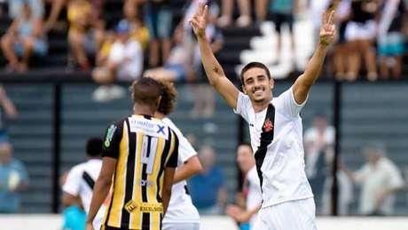 Zé Ricardo aprova  Thiago Galhardo aproveita brecha criada pela ... c9bbbba1aa9c7