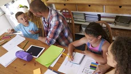 Famílias que optam por educação domiciliar têm um grande descontentamento com a escolarização tradicional, diz especialista
